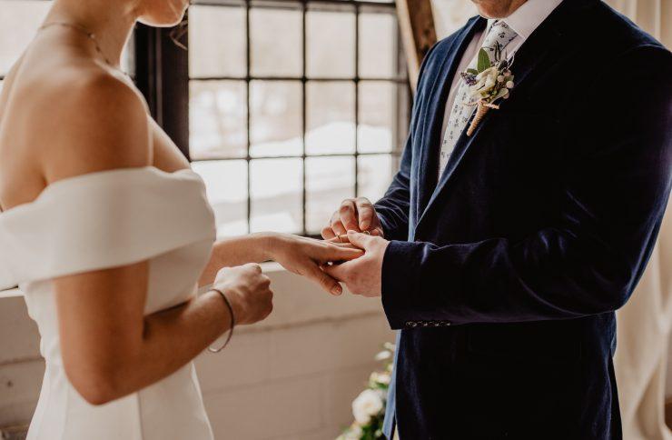 Como usar correctamente el anillo de matrimonio