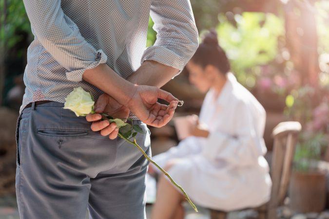Como medir la talla de un anillo sin que su pareja se entere